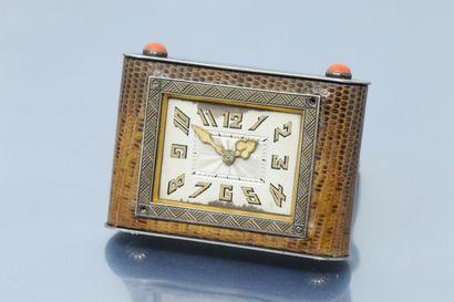 A.MARCHAK  Pendulette rectangulaire en argent et cuir?, cadran à fond crème (acc.),...
