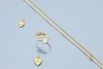 Lot de pendentifs, bague, chaîne en or jaune...