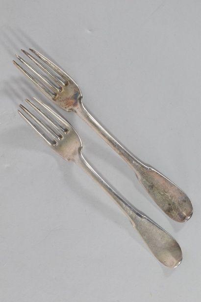Deux fourchettes en argent.  Poinçons d'orfèvres....