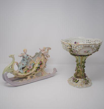 Coupe en porcelaine allemande  Ornements...