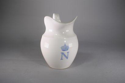 SEVRES  Pot à lait en porcelaine blanche,...