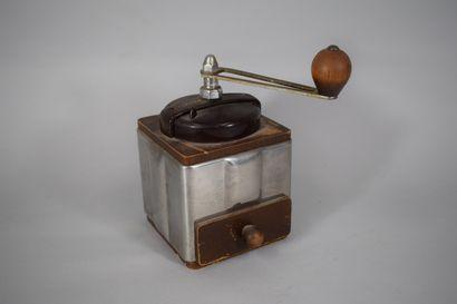 PEUGEOT  Moulin à café à manivelle H.:19,5cm-L.:13cm...