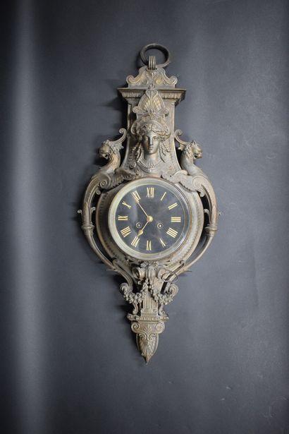 Cartel d'applique en bronze à décor néo-étrusque...