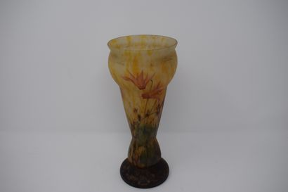 LORRAIN  Vase en verre peint à décor de...