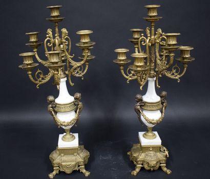 Paire de candélabre en bronze à décor de...