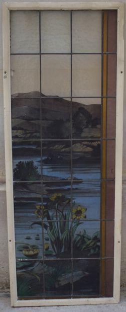 Elément de fenêtre, châssis en bois.  Vitrail...