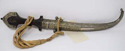 Koumya composée d'un fourreau en argent (800/1000)...