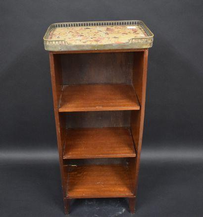 Petit meuble étagère en acajou.  H.: cm -...
