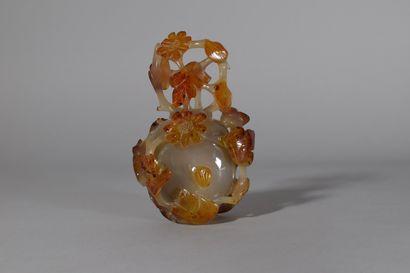 CHINE, XXeme siècle  Vase couvert en agate...