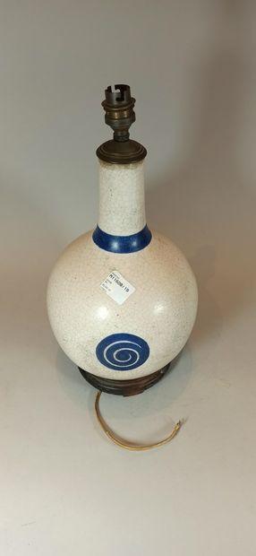 CHINE  Vase craquelé monté en lampe à decor...