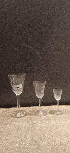 Lot de verres comprenant:  - 9 verres à whisky...