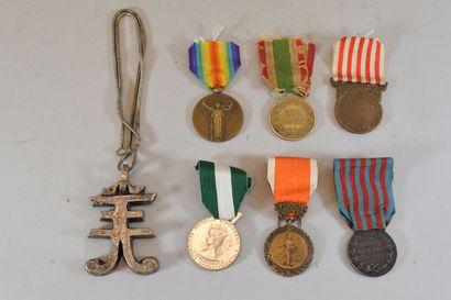 Lot de 6 médailles militaires et 1 pende...