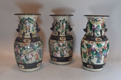 NANKIN  Trois vases    H. 34 cm