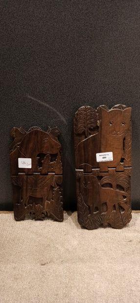 Deux supports en bois naturel sculpté par...