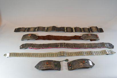 4 ceintures et une boucle de ceinture Mogoles....