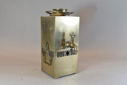 CHINE, XXème siècle.  Samovar en métal.