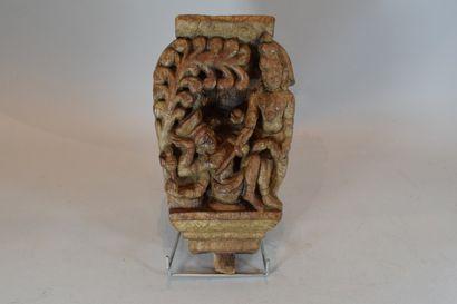 Bas-relief en bois exotique sculpté de deux...