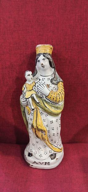 Vierge portant l'Enfant Jésus sur le bras...
