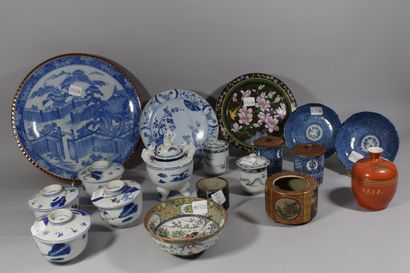 CHINE  Lot de porcelaines composé:  - 4 gaiwan...