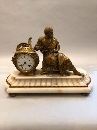 Pendule en marbre blanc et bronze doré par...