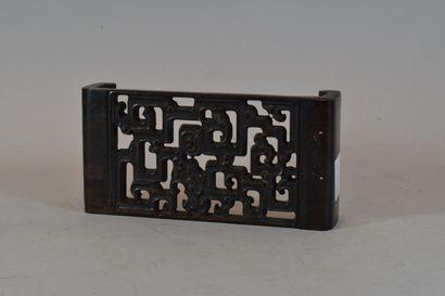 CHINE  Support en bois ajouré  H. 4,5 cm,...
