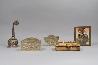 Lot de 5 boîtes diverses dont Perse