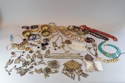 Fort lot de bijoux ethniques divers
