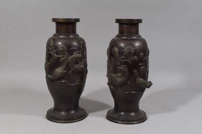 CHINE, Fin XIXeme siècle.  Paire de vases...