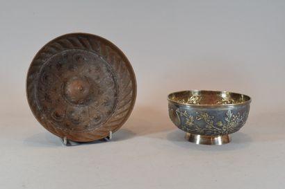 Deux coupes en métal argenté et cuivre  ...
