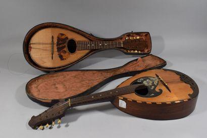 Une mandoline Lazarro, et une mandoline de...