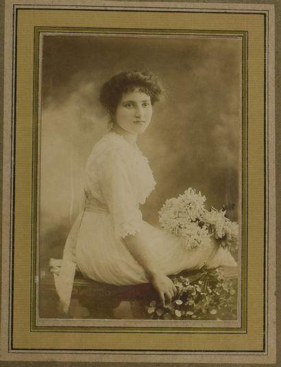 FIN XIXE SIECLE,  Portrait de jeune femme...