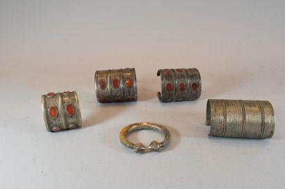 Paire de bracelet manchettes sertis de cornalines...
