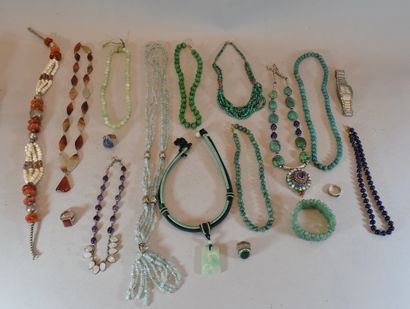 Important ensemble de bijoux ethniques en...