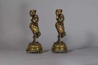 Paire de bougeoirs en bronze doré à décor...