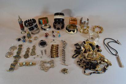 Fort lot de bijoux fantaisies