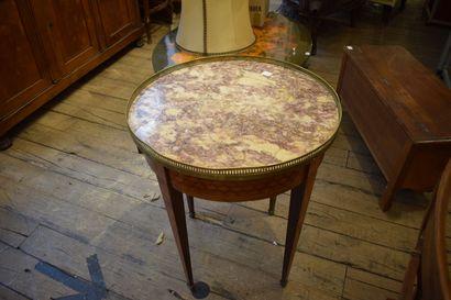 Table bouillote style Louis XV marquetée