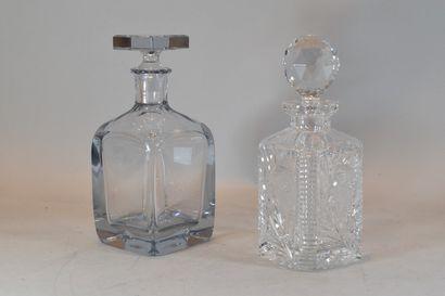 Lot de deux carafes à whisky, l'une en cristal...