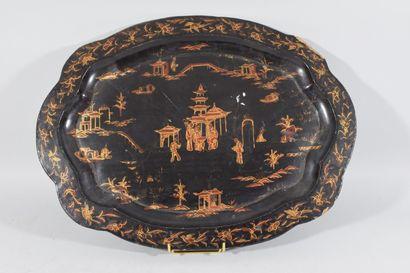 CHINE, XIXème siècle  Large plateau en bois...