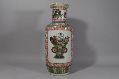 CHINE - Début XXe siècle  Grand vase en porcelaine...