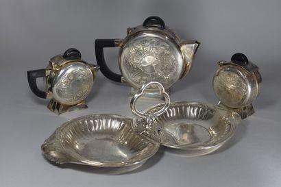 Lot de métal argenté comprenant:  -1 sucrier, H:13 cm  - 1 théière égoiste, H: 13...