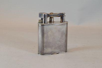 DUNHILL  Briquet de table en métal argenté...