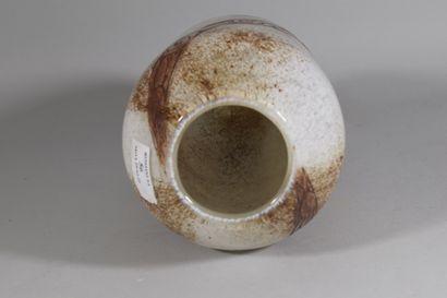 LEGRAS François-Théodore (1839-1916)  Vase à corps obusal. Épreuve en verre mélangé...