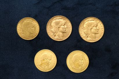 Lot de cinq pièces en or comprenant :  -...
