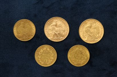Lot de cinq pièces en or comprenant :  - 2 x 20 francs Coq (1907 ; 1914)  - 2 x...