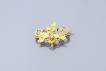 Broche de style Art Nouveau en or jaune 18k...