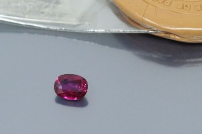 Oval ruby under seal. (opened)  Weight :...