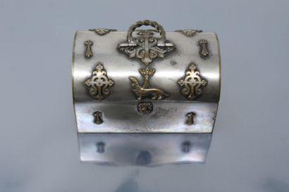 Petit coffret à bijoux en métal argenté à...