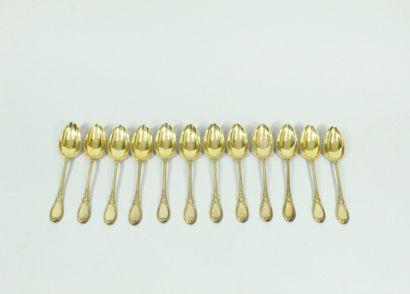 Douze petites cuillères en argent (poinçon Minerve) vermeillé, le manche orné de...