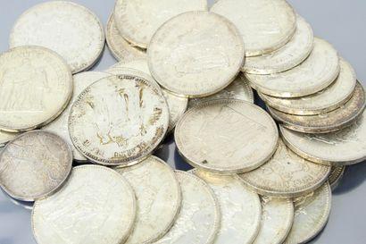 Ensemble de 26 pièces en argent de 50 francs...