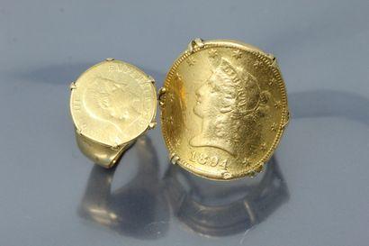 Deux chevalières en or jaune 18k (750) composées à partir d'une pièce de monnaie...